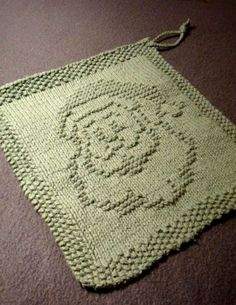 Free knitting pattern for Santa Dish cloth - This Santa Claus motif by Kris Knits could also be used on a blanket square, sweater, or other project.