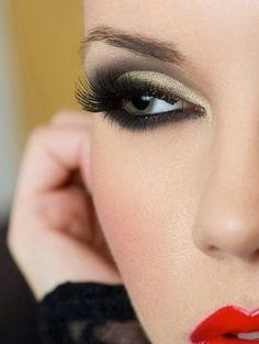 make-up, eyes, red, lips, smoky eyes Kiss Makeup, Love Makeup, Makeup Tips, Makeup Looks, Hair Makeup, Pretty Makeup, Night Makeup, Sexy Makeup, Makeup 2018