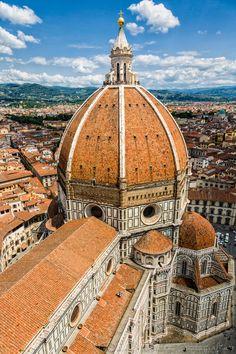 Il Duomo - View of il Duomo di Firenze (the cathedral of Florence) from its tower. // Vista del Duomo de Florencia desde su campanario.