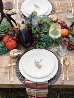 10 Rough Luxe Fall Tablescapes You Can Copy - Cindy Hattersley Design Fall Table, Thanksgiving Table, Thanksgiving Decorations, Fall Fruits, Nontraditional Wedding, Elegant Wedding, Gold Diy, Deco Table, Decoration Table