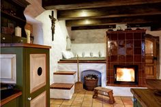 Na cestách: 7 míst v Česku, kde můžete spát na peci Chalet Interior, Wood Stove Cooking, Fairytale Cottage, Simply Home, Country House Design, Adobe House, Cabins And Cottages, Home Decor Kitchen, Ideal Home