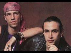 Nuno Bettencourt & Gary Cherone Practice Queen Song - Tie Your Mother Do...