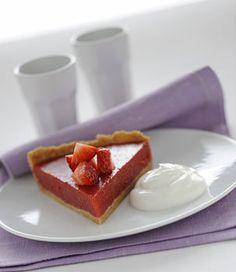Torta di fragole con yogurt greco - Donna Moderna  Light, solo 250 calorie, per questa torta preparata a freddo #light #cake #yogurt