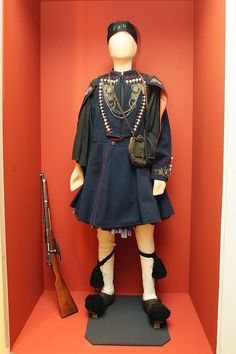 Costume of Greek Macedonian Fighter - History of Macedonia the ancient kingdom of Greece in modern times Greek Traditional Dress, Traditional Outfits, Hellenic Army, Macedonia Greece, Greek Warrior, Costumes Around The World, Greek History, Thessaloniki, Folk Costume