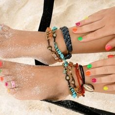 Love the Nails and the Ankel Bracelets! Summer Of Love, Summer Time, Summer Fun, Summer Things, Hello Summer, Summer Breeze, Summer Baby, Ankle Bracelets, Beaded Bracelets