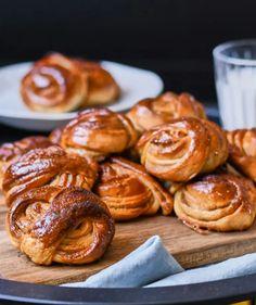 Fonott cukros briósmuffin | Street Kitchen Creative Cakes, Pretzel Bites, Brie, Cake Recipes, Muffin, Sweets, Snacks, Kitchen, Food