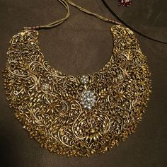 Necklace Collection : Diamond and gold necklace. Traditional Indian Jewellery, Indian Jewellery Design, Jewelry Design, Indian Wedding Jewelry, Bridal Jewelry, India Jewelry, Fine Jewelry, Temple Jewellery, Gold Jewellery