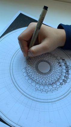 Mandala Doodle, Mandala Art Lesson, Mandala Artwork, Mandala Drawing, Zen Doodle, Zentangle Patterns, Zentangles, Fashion Illustration Poses, Ink Doodles
