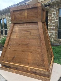 This 36 antique barn wood hood is handmade to order and includes a Broan power pack. Craftsman Kitchen, Farmhouse Style Kitchen, Rustic Farmhouse, Craftsman Style, Wooden Vent Hood, Stove Vent, Kitchen Vent Hood, Oven Hood, Farmhouse Renovation