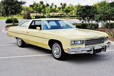 1976 Chevrolet Caprice Classic -- One of the last full-size American cars Chevy Caprice Classic, Chevrolet Caprice, Classic Chevrolet, Chevrolet Chevelle, Chevy Impala, Retro Cars, Vintage Cars, Bentley Mulsanne, Best Classic Cars