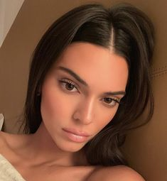 Find images and videos about model and kendall jenner on We Heart It - the app to get lost in what you love. Kendall Jenner Icons, Kendall Jenner Makeup, Trajes Kylie Jenner, Kendall Jenner Outfits, Kendalll Jenner, Kardashian Jenner, Estilo Jenner, Mannequins, Pretty Face