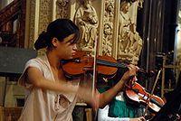 Violinista en la catedral de Dublín.