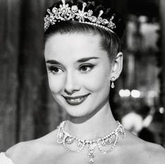 Happy Birthday Audrey Hepburn, your elegance and grace knew no bounds! :: Queen Audrey:: Beautiful photo of Audrey Hepburn in a tiara:: Old Hollywood Style Audrey Hepburn, Audrey Hepburn Pictures, Audrey Hepburn Roman Holiday, Sabrina Audrey Hepburn, Audrey Hepburn Dresses, Audrey Hepburn Hairstyles, Audrey Hepburn Wedding, Audrey Hepburn Breakfast At Tiffanys, Natalie Wood