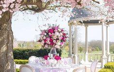 What about Spring picnic? Designed by @keelielizabeth at the @froleyparkcountryestate photo courtesy of @lahustudios #meijerroses #sweetavalanche #luxuryroses #weddingideas #bridetobe #weddinginspiration @whitelilacjk