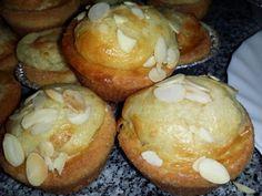 Ingredientes:    4 ovos  150g açúcar  150g leite  30 margarina  250 g Farinha sem fermento  15g fermento Royal  100g óleo     ...