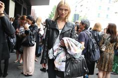 Le top Hana Jirickova http://www.vogue.fr/defiles/street-looks/diaporama/street-looks-a-la-fashion-week-printemps-ete-2014-de-milan-jour-3/15332/image/842805#!le-top-hana-jirickova