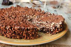 Torta di riso soffiato e cioccolato. Velocissima, semplice da preparare, ideale per chi ama il cioccolato ed il riso soffiato. Ideale per la merenda.