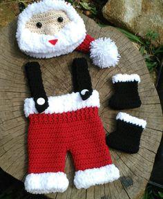 Detalhes - gorro com carinha de Papai Noel Cor vermelho branco e preto  Tamanhos RN  1 a 3  3 a 6 meses Tamanhos 6 a 9 9 a 12 meses  120 9b6ad1d55cc