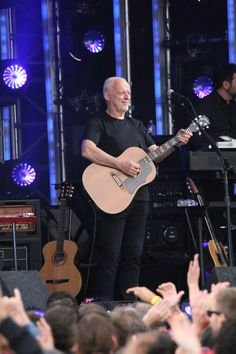 """The former Pink Floyd singer and guitarist David Gilmour performs """"Wish You Were Here"""""""
