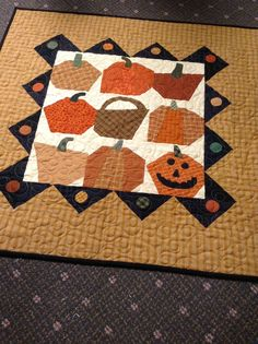 Valerie has been busy making small folk ark quilts for the season. They are all designs by Cherie Paine. Quilting Projects, Quilting Designs, Sewing Projects, Quilting Ideas, Halloween Quilts, Halloween Cat, Nancy Zieman, Primitive Quilts, Fall Quilts
