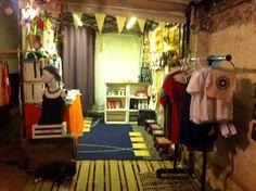 Ven a conocer nuestra tienda estamos en El Taller Blanco. Echeñique 4844, Ñuñoa de jueves a domingo de 17:30 a 21 Hrs