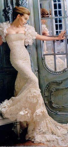 Elie Saab wedding dress/wedding gown Love this dress! Dress Couture, Elie Saab Couture, Bridal Dresses, Wedding Gowns, Wedding Bride, Bridesmaid Dresses, Mode Glamour, Dress Vestidos, Mannequins