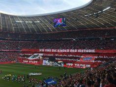 Belo mosaico da torcida do Bayern de Munique no jogo contra o Colônia, no último sábado.
