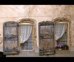 Fenêtres, Cotignac