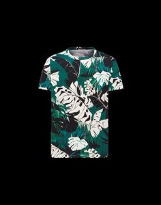 Discover T SHIRT in T Shirt for Men: find out the product features and shop directly from the Moncler official Online Store.