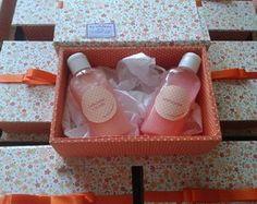 Caixa com sabonete líquido e hidratante