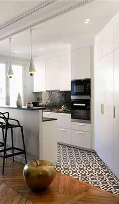 New Kitchen Flooring Trends: kitchen Flooring Ideas for the Perfect Kitchen. Get inspired with these kitchen trends and learn whether or not they're here to stay. Kitchen Tiles, Kitchen Flooring, New Kitchen, Kitchen Cabinets, Kitchen Island, Kitchen Small, Kitchen Wood, Kitchen Sink, Tile Flooring