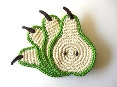 Pear coaster, crochet by ferenew As Featured on Mollie Makes Magazine. Decor Crochet Fruit Collection - Set of arts and crafts online: crocheted coasters Crochet Fruit, Crochet Food, Crochet Kitchen, Love Crochet, Crochet Motif, Crochet Doilies, Crochet Flowers, Knit Crochet, Crochet Coaster