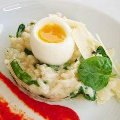 Risotto crémeux aux épinards et oeuf coulant.... #menubistronomique #risotto #oeufcoulant #parmesan #parmigiano #Food #Foodista #PornFood #Cuisine #Yummy #Cooking