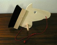 Escovasco  Cabeça de cavalo de brincar, para aplicar nas vassouras lá de casa.  Com a colaboração da Escovaria de Belomonte.