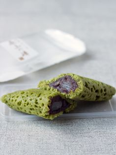 Matcha Crepe Folded with Red Bean Paste and Mochi 茶山の峰