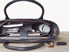 This is the work bag that professional women outnumber .- Dies ist die Arbeitstasche, die professionelle Frauen überall gesucht haben – This is the work bag that professional women have been looking for everywhere – - My Bags, Purses And Bags, Best Work Bag, Burberry, Travel Bags Carry On, Travel Backpack, Dagne Dover, Bag Women, Women Work Bag