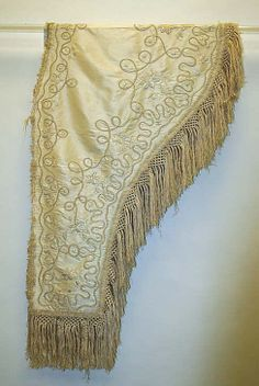 Shawl 1830s. I'm looking for pelerine-shaped shawls from the 1830s that don't necessarily match a dress.