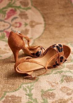 Leopard low heel, t-strap Sézane shoes. Pretty Shoes, Beautiful Shoes, Cute Shoes, Me Too Shoes, Dream Shoes, Crazy Shoes, Shoe Boots, Shoes Sandals, Shoe Bag