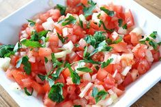 Tomato salsa: medium tomatoes small (red) onion ◾fresh parsley or coriander ◾peper and salt ◾extra virgin olive oil Mexican Food Recipes, Vegetarian Recipes, Cooking Recipes, Healthy Recipes, Snacks Für Party, Happy Foods, Bruchetta, Food Hacks, Guacamole