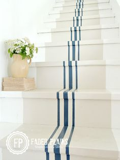 16 Grain Sack-Inspired Crafts That Will Add Country Flair to Your Home White Stair Risers, Painted Stair Risers, Painted Staircases, Spiral Staircases, Staircase Painting, Stairs Balusters, Balustrades, Stair Railing, Stair Idea