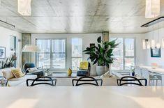 Luxueuse unité de condo dans le quartier Griffintown à Montréal - Joli Joli Design Condo, Dining Table, Furniture, Design, Home Decor, The Neighborhood, Pretty, Puertas, Decoration Home