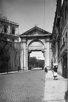Arco das Portas de S. Bento (actualmente na Pç. de Espanha)
