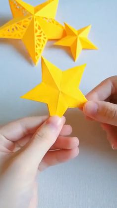 Instruções Origami, Paper Crafts Origami, Easy Paper Crafts, Diy Arts And Crafts, Origami 3d Star, Oragami Star, Christmas Paper Crafts, Holiday Crafts, Christmas Crafts