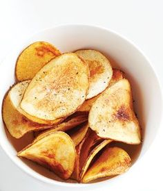 Baked Potato Chips - No frying here. Only 2 ingrediants and bakes in less than 15 minutes! Use my mandolin slicer to get even chips. The ones on the edges burned and in the center they didn't cook. I ended up frying them Homemade Chips, Potato Dishes, Russet Potato Recipes, Snack Recipes, Cooking Recipes, I Foods, Love Food, Healthy Snacks, The Best