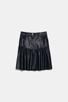 High-waist mini skirt with front pockets and ruffled hem. Zip fly and top button fastening. HEIGHT OF MODEL: 177 cm. Mode Purple, Faux Leather Skirt, Ruffles, Short Dresses, Zara, Mini Skirts, Model, Outfits, Black
