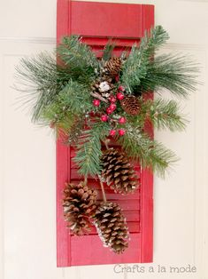 Crafts a la mode : Red Shutter Christmas Door Decoration