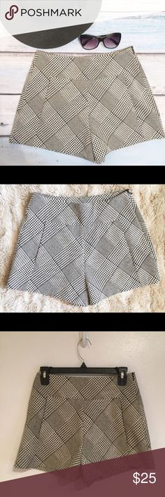 "ZARA Trafaluc Houndstooth High Waisted Shorts Zara Trafaluc black and white Houndstooth High Waisted Shorts. Size small. Measures 13.5"" flat at waist, 12.5"" front rise, and 3"" inseam. Great on their own in the summer or paired with black tights in the fall. #zara #trafaluc #black #white #houndstooth #highwaisted #shorts #small #trendy #punkydoodle  No modeling Smoke free home I do discount bundles Zara Shorts"