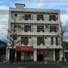 Ханукальные мотивы аллеи Китаяма в Киото :) #архитектура #декор #ханука #Япония #Киото #улицы #город #дома #дом #аллея #Китаяма