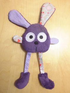 Doudou lapin grandes pattes violet - gris