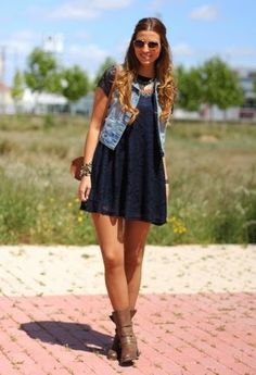botas y vestidos 2014 - Buscar con Google Le Look, Jean Vest Outfits, Dress Outfits, Fashion Outfits, Womens Fashion, Spring Outfits, Dress Vest, Navy Dress, Vest Jacket